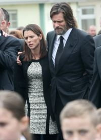 Jim Carrey no funeral de Catherine White